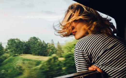 Profesional Horeca, viajera en un tren
