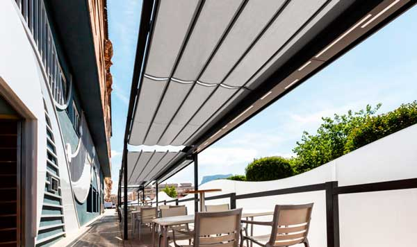 Profesionalhoreca, terraza de la Marisquería La Sirena con toldos de Saxun