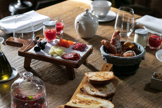 Profesionalhoreca, desayuno en el Molino de Alcuneza con productos locales