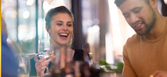 Profesionalhoreca, jóvenes en un bar
