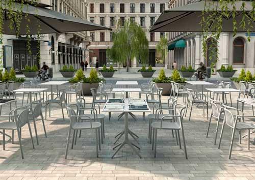 Profesionalhoreca, mesas Uni de Möwee en una terraza