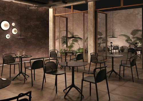 Profesionalhoreca, mesas Uni de Möwee en un establecimiento hostelero