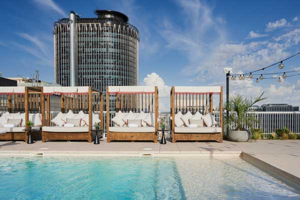 Profesionalhoreca, la terraza de la piscina del hotel Canopy by Hilton Madrid Castellana