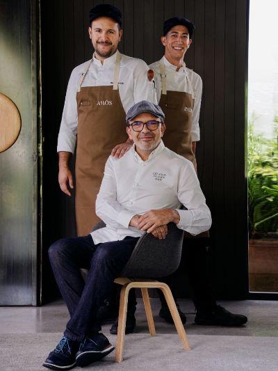 ProfesionalHoreca, el chef Jesús Sánchez junto al equipo del restaurante Amós